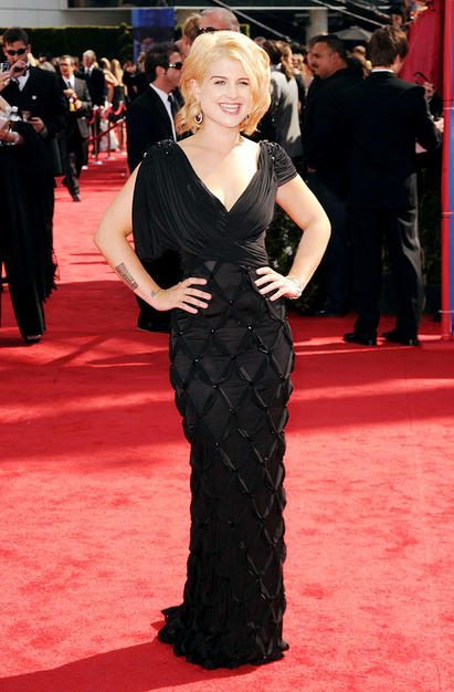 Kelly Osbourne Emmy 2010 blond hairstyle